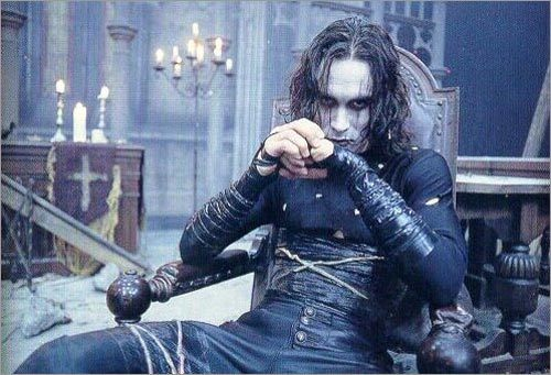 http://www.cineralia.com/wp-content/uploads/2010/03/Brandon-Lee.jpg