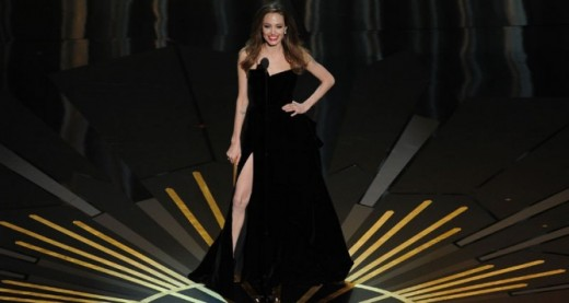 Sexy pierna de Angelina Jolie.