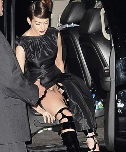 Anne Hathaway sin bragas.