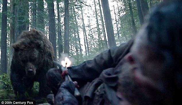 El Renacido, escena Leonardo DiCaprio violado por un oso