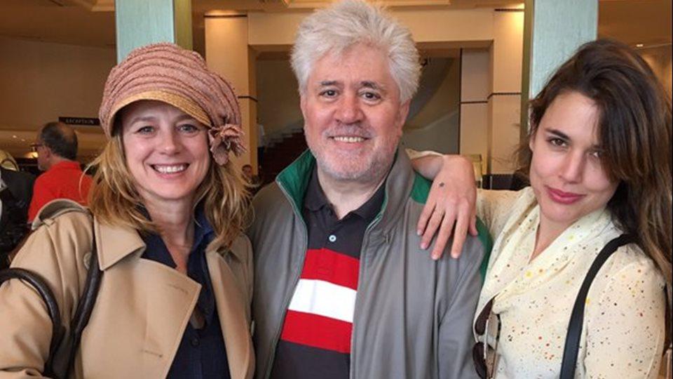 El director Pedro Almodóvar junto al reparto de Julieta